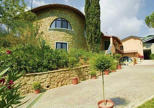Villaarezzo1